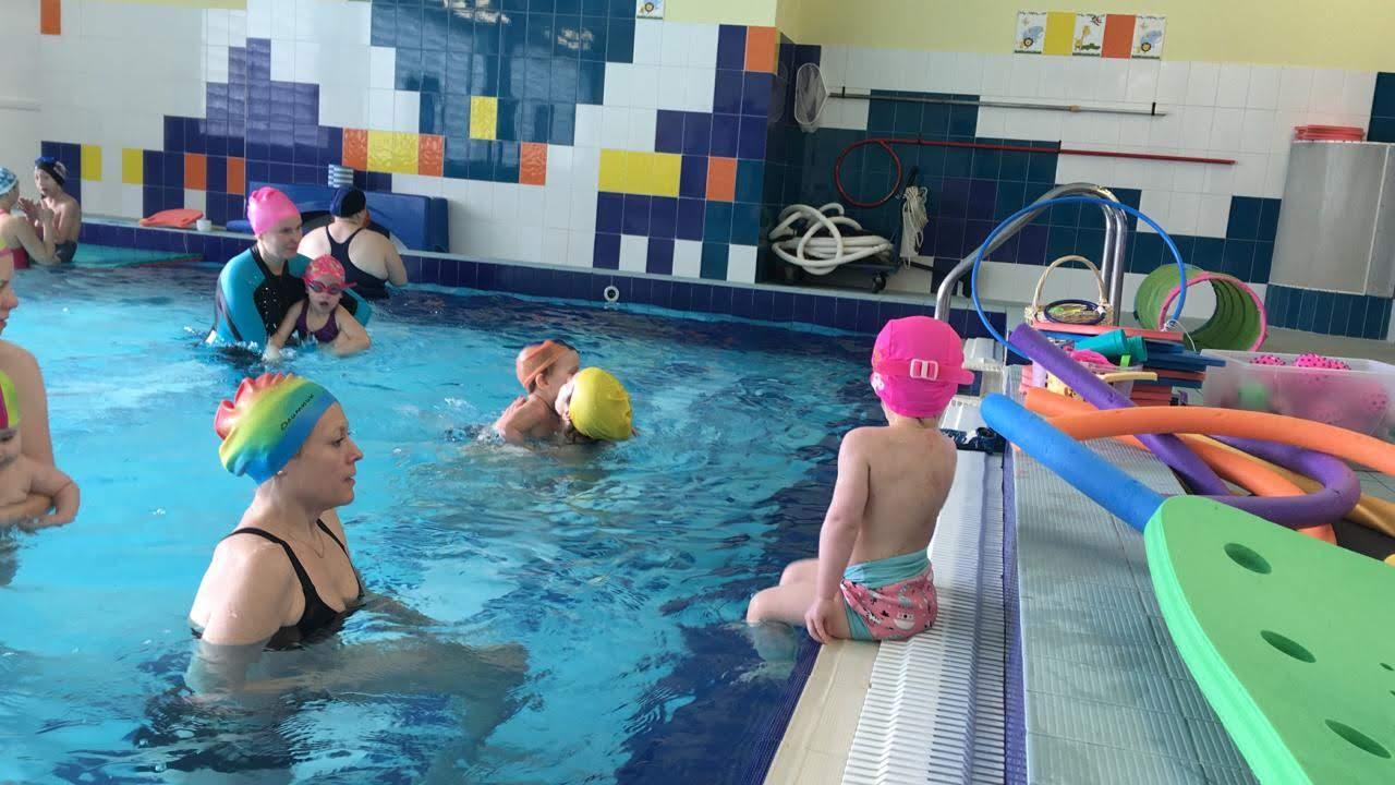 Чем опасен круг для купания малышей?